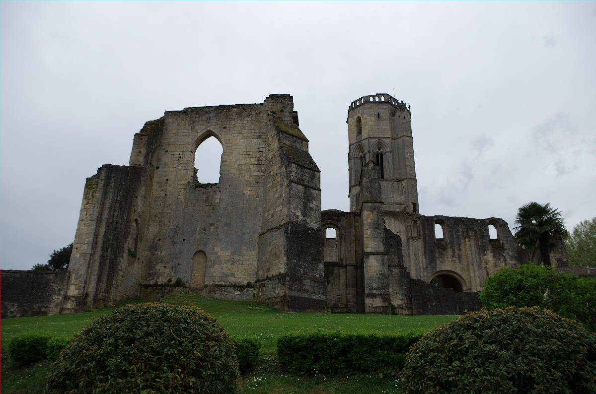 Les ruines de l'abbaye de La Sauve