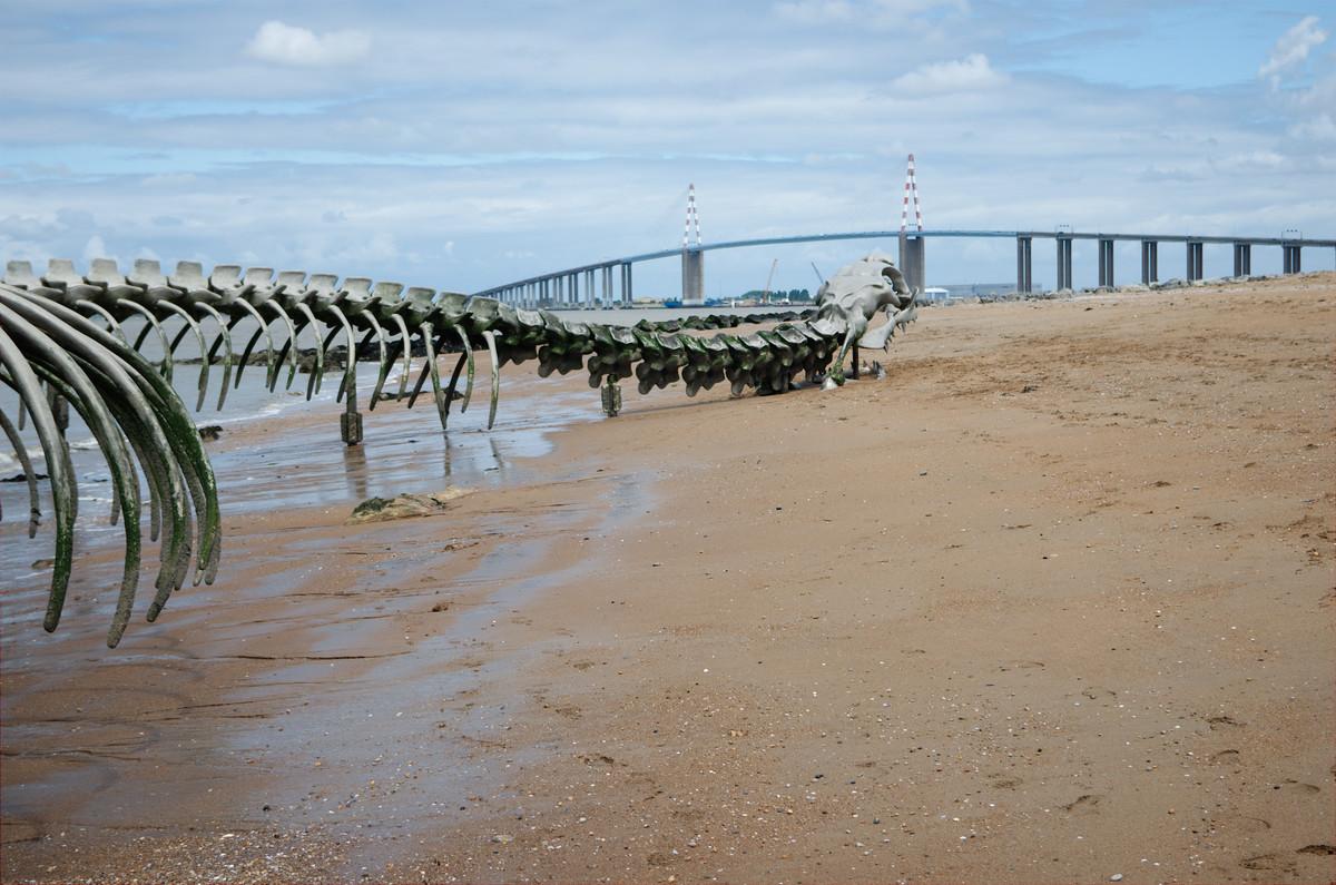 Le pont de Saint-Nazaire et le serpent d'océan de Mindin