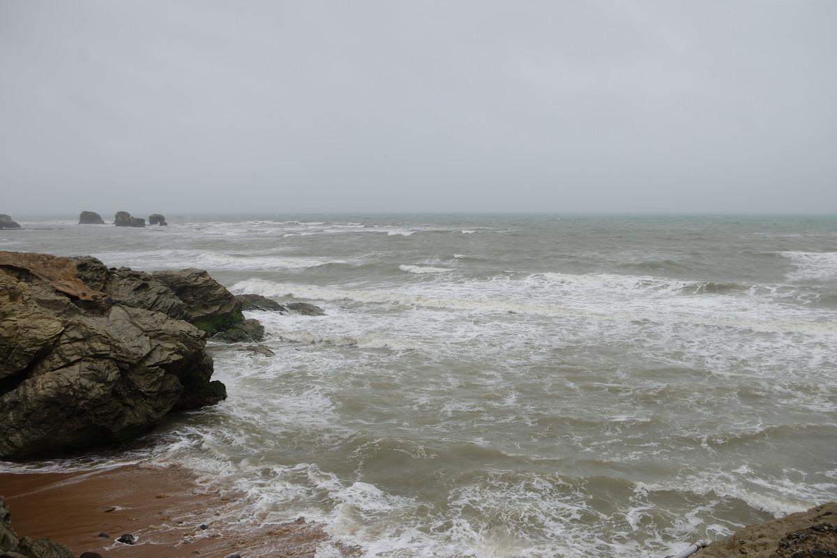 La mer sous la pluie