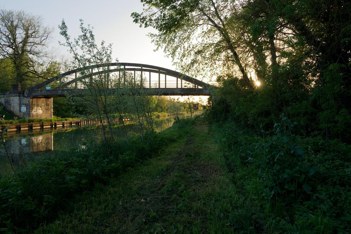 Coucher de soleil en bord de canal
