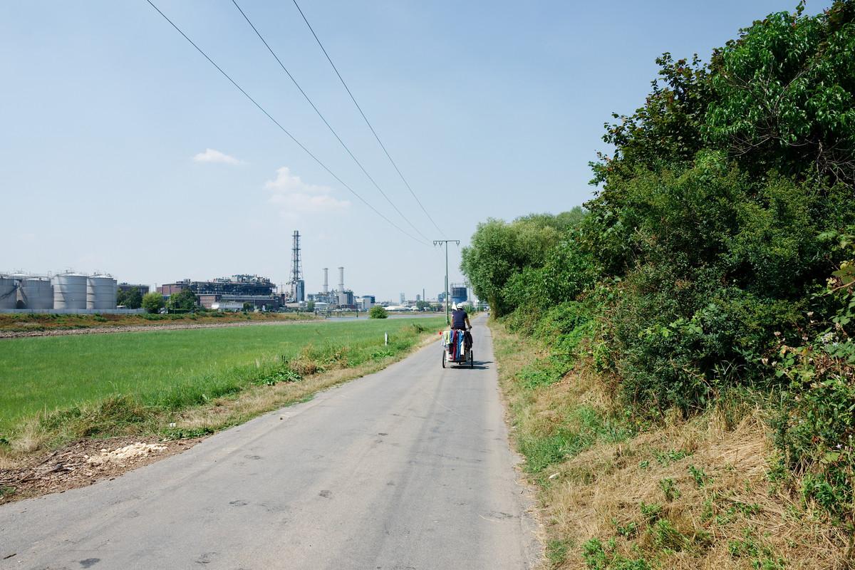 Le long de l'usine BASF interminable